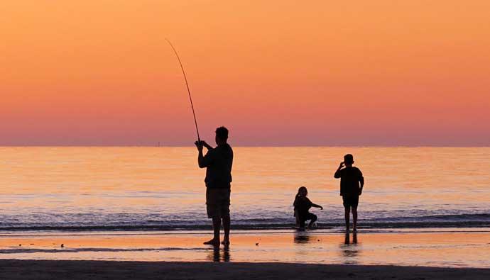 pescar-al-atardecer